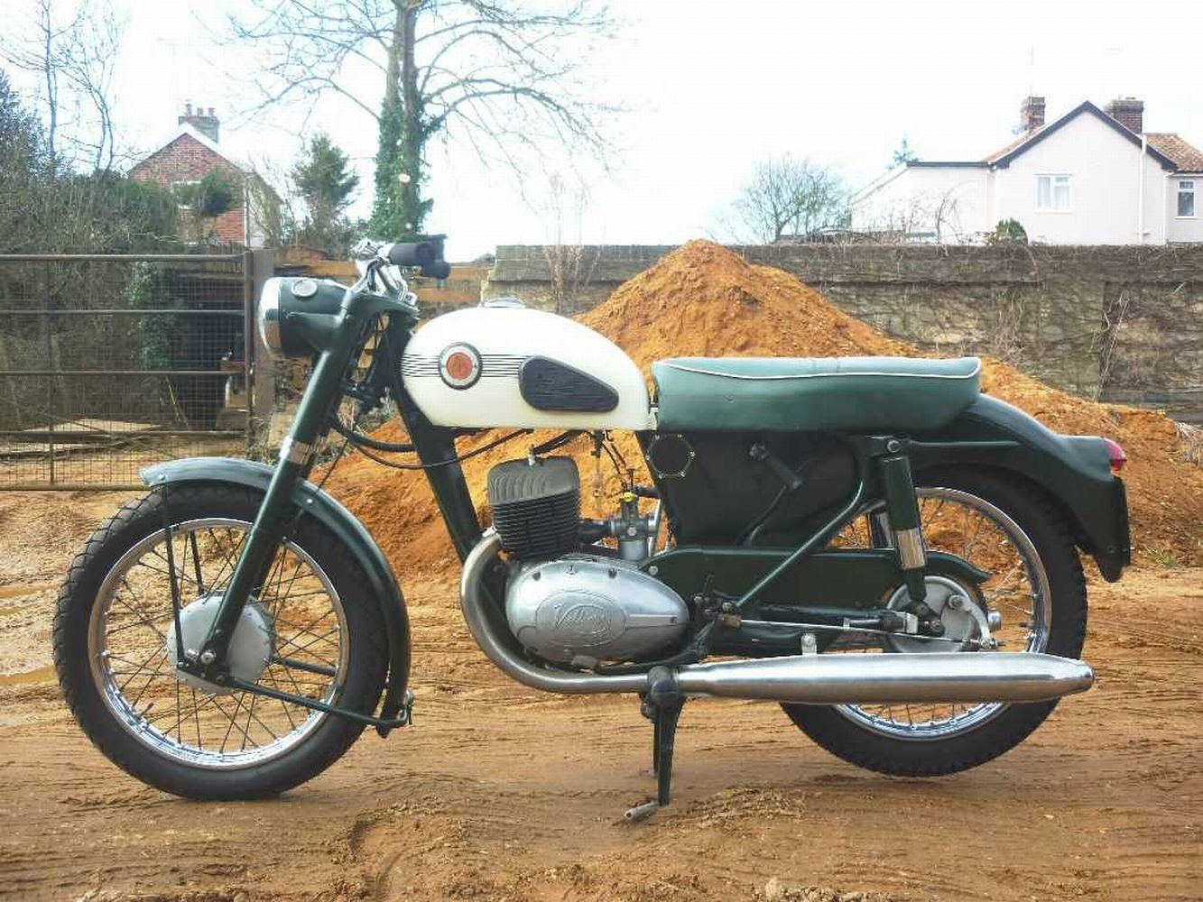 If you like the idea of a Velocette MAC but need a little more performance than a 350 provides then Veloce built your ideal bike in the shape of the MSS 500